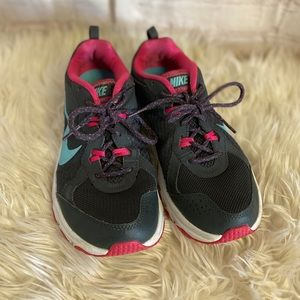 Nike trail sneakers tennis shoes